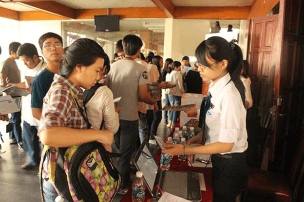 Điều đặc biệt mà ban tổ chức ghi nhận được tại buổi giới thiệu ở đại học Kinh Tế đó là thái độ tích cực của các bạn sinh viên. Số lượng tài liệu chuẩn bị khá lớn đã được phát hết trong khoảng thời gian ngắn trước khi chương trình diễn ra.